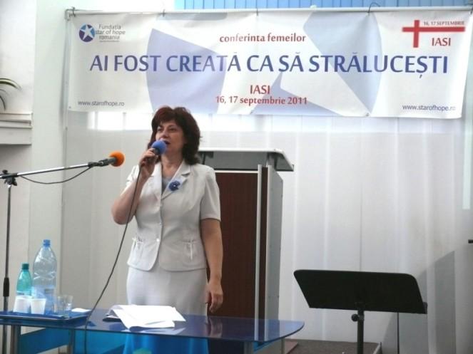 02-Aura_Vatamaniuc-women_conf_2011